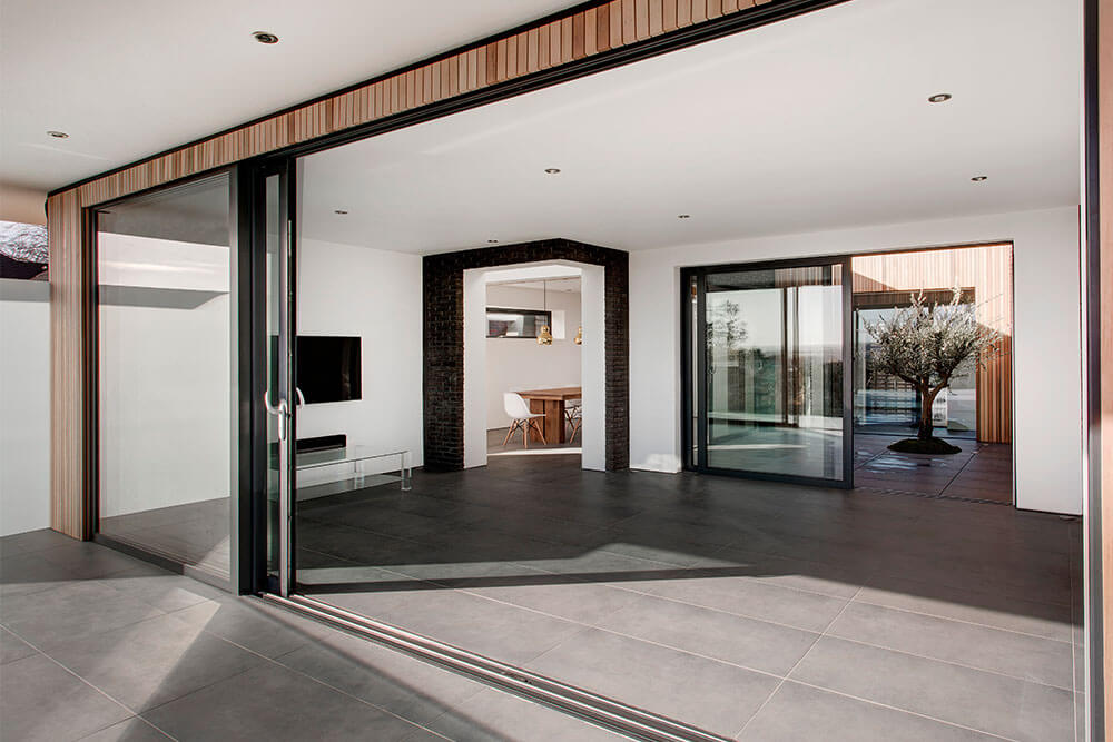AluK aluminium lift and slide door
