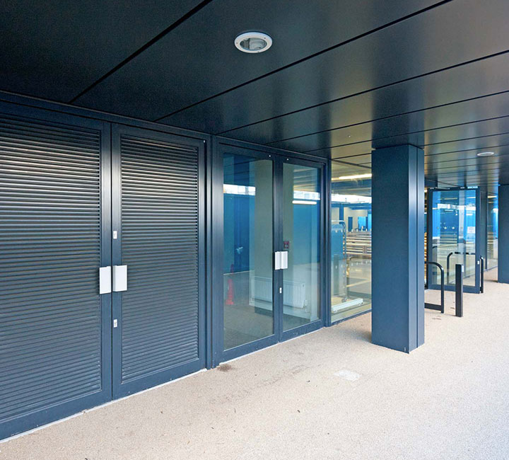 Heavy duty entrance doors for commercial building